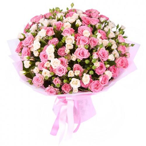 роза кустовая в букете фото