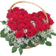 25 красных роз в виде сердца