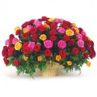 71 роза разноцветная в корзинке